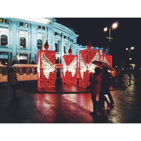 Weihnachtsmarkt in Rathausplatz, Wien. 18. November 2014.